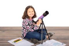 Télescope de fille Images stock