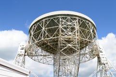 Télescope de Lovell se dirigeant vers l'immensité de l'espace Photo stock