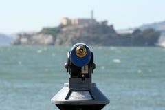 Télescope dirigé sur l'île d'Alcatraz Photos libres de droits