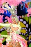 TÉNÉRIFE, 12 FÉVRIER : Groupe dans le carnaval Photo libre de droits