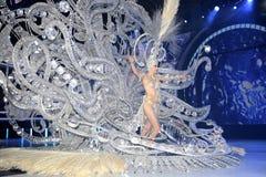 TÉNÉRIFE, LE 11 FÉVRIER : Grand choix pour la reine du carnaval Images libres de droits