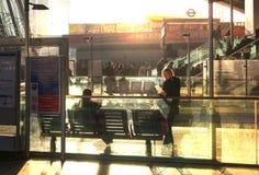 Término internacional del tren, del tubo y de autobuses de Stratford, uno del empalme más grande del transporte de Londres y Rein Foto de archivo