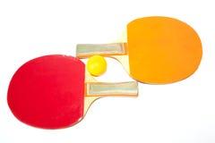 Tênis de mesa e bola amarela Imagens de Stock Royalty Free