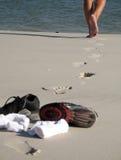 Tênis na praia fotografia de stock royalty free