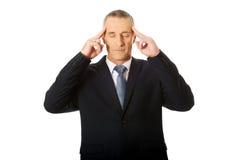 Tête émouvante d'homme d'affaires songeur Image stock