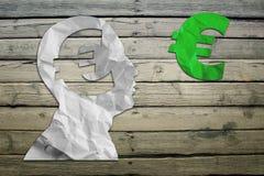 Tête d'humains de papier avec l'euro symbole Photo stock