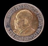 Tête d'une pièce de monnaie de 20 shillings, publiée par le Kenya en 2005, dépeignant le portrait du premier président Photo libre de droits