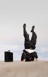 Tête dans le stand de sable Image stock