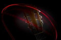 Tête de guitare et lumière rouge Photos libres de droits