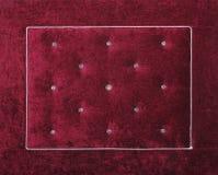 Tête de lit molle pourpre de lit de velours avec des fausses pierres Images libres de droits