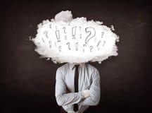 Tête de nuage d'homme d'affaires avec la question et les marques d'exclamation Photos libres de droits