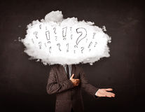 Tête de nuage d'homme d'affaires avec la question et les marques d'exclamation Photos stock