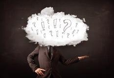 Tête de nuage d'homme d'affaires avec la question et les marques d'exclamation Photo libre de droits