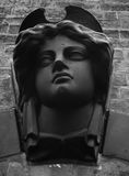 Tête en pierre femelle noire photos libres de droits