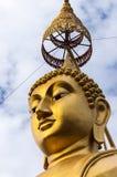 Tête et parasol d'or de Bouddha Photographie stock libre de droits