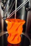 Tête fonctionnante de l'imprimante 3d, vue de plan rapproché Photo stock