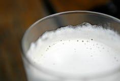 Tête sur la bière Images libres de droits