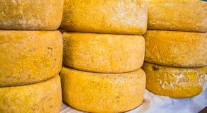 Têtes de fromage à vendre photographie stock