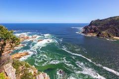 têtes de knysna et une vue d'océan vers le large Photo stock
