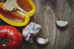 Têtes de poivron vert, de tomate et d'ail Photos libres de droits