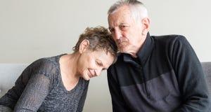 Têtes de repos de couples plus anciens Image stock