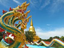Têtes du plan rapproché cinq à la pagoda Wat Pa Wang Nam Yen de Sri Sathing Photo stock