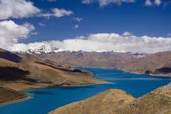 Tíbet - paso de Yamdrok alto - China Foto de archivo