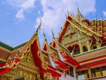 Tímpano del pabellón y del templo en Tailandia Imagen de archivo libre de regalías