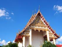 Tímpano del templo principal de la Wat-racha-phruk-sa-RAM Tailandia Foto de archivo libre de regalías
