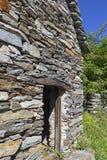 Típica é a casa de pedra, nomeou Rustico imagens de stock royalty free