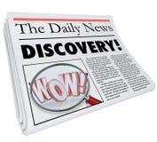 Título de periódico del descubrimiento que anuncia noticias asombrosamente Imágenes de archivo libres de regalías
