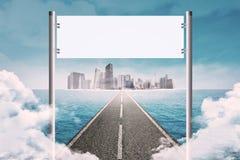 Título del camino en ciudad Imagen de archivo libre de regalías