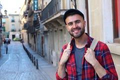 Título masculino joven feliz a la universidad en Europa Fotos de archivo libres de regalías