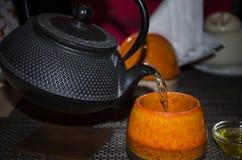 Tónico caliente en la taza Imagen de archivo