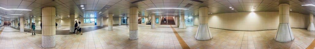TÓQUIO - 22 DE MAIO DE 2016: Turistas na estação de Ginza O Tóquio atrai Foto de Stock