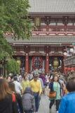 TÓQUIO - 30 DE MAIO: Rua da compra de Nakamise em Asakusa, Tóquio em 3 Imagens de Stock