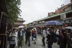 TÓQUIO - 30 DE MAIO: Rua da compra de Nakamise em Asakusa, Tóquio em 3 Foto de Stock Royalty Free