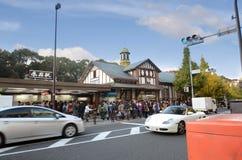 TÓQUIO - 24 DE NOVEMBRO: Estação de Harajuku da visita dos povos o 24 de novembro de 2013 Imagens de Stock