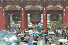 Tóquio Japão de Asakusa do templo do inSenso-ji da chuva foto de stock royalty free