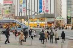 Tóquio, Japão - 7 de fevereiro de 2014: uma das ruas perto da estação de Ueno Imagem de Stock