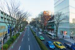 Tóquio, Japão - 26 de janeiro de 2016: Estrada de Omote Sando na noite Fotos de Stock Royalty Free
