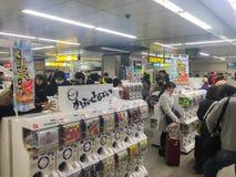 Tóquio, Japão - 24 de janeiro de 2016: máquina de venda automática do Cápsula-brinquedo ou Fotografia de Stock Royalty Free