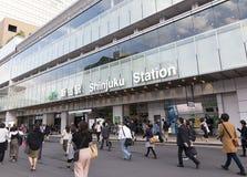 TÓQUIO JAPÃO 11 de maio de 2017: Enterance à estação de Shinjuku no Tóquio Fotografia de Stock Royalty Free