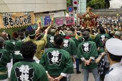 Tóquio, Japão - 14 de maio de 2017: Participantes vestidos em tradicional imagens de stock royalty free