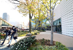 Tóquio, Japão - 28 de novembro de 2013: Construção da visita dos povos exterior em Daikayama Foto de Stock Royalty Free