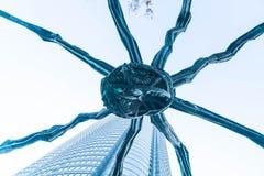 TÓQUIO, JAPÃO - 18 DE NOVEMBRO DE 2016: Maman - uma escultura da aranha perto Imagem de Stock