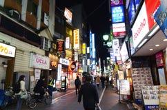 TÓQUIO, JAPÃO - 25 DE NOVEMBRO DE 2013: rua comercial no Kichi Imagem de Stock Royalty Free