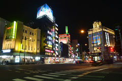 TÓQUIO, JAPÃO - março 11,2016: Rua de passeio da compra em Asakusa Fotos de Stock Royalty Free