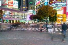 Tóquio, Japão, o 17 de novembro de 2016: Cruzamento de Shibuya da rua da cidade com Foto de Stock