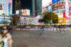 Tóquio, Japão, o 17 de novembro de 2016: Cruzamento de Shibuya da rua da cidade com Fotos de Stock Royalty Free